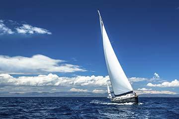Erlebnisse in Stralsund - das Segeln gehört dazu. Ansicht von einem Segelboot