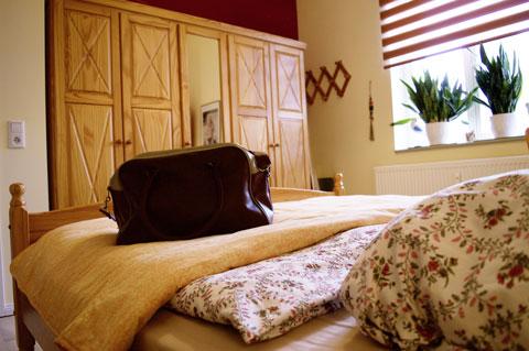 Ferienwohnung Truding in Stralsund, Schlafzimmer mit Kleiderschrank